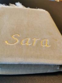 Beige Gebedskleed met naam Sara