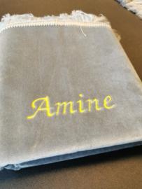 Grijs Gebedskleed met naam Amine