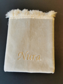 Beige Gebedskleed met naam Nura