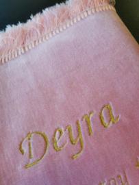 Roze met naam Deyra