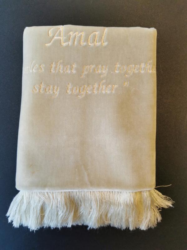 Beige Gebedskleed met naam Amal
