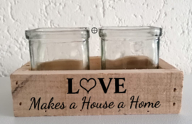 Tray: Love - Makes a House a Home