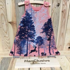 Roze kleedje met bomen en gouden hartjes