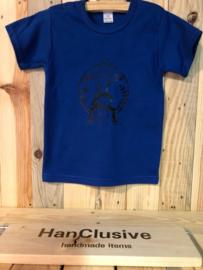 Een blauw t-shirt met giraffe maat 92