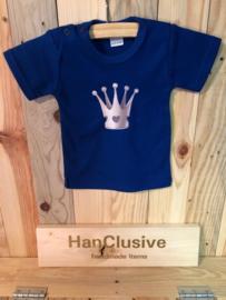 Een blauw t-shirt met kroon maat 56