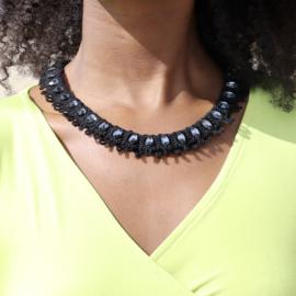 Necklace Scarlet in black
