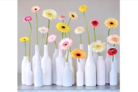 Bloemen, vaasjes, kaarsjes