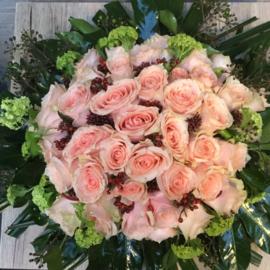 Grafstuk met rozen
