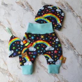 Cadeau setje Rainbow harembroekje met mutsje en speendoekje - maat 50
