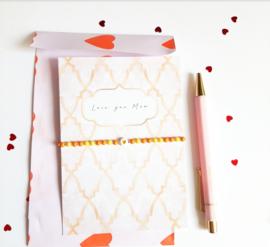 Moederdag armbandje met kaart ''love you mom'' orange & yellow