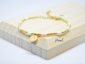 Armband ''coin & zoetwater pareltjes'' gold