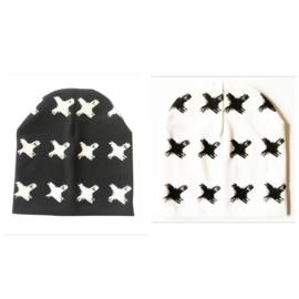Wit of zwart beanie - kruisjes