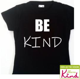T-shirt/Longsleeve zwart - be kind (het vergeten kind)