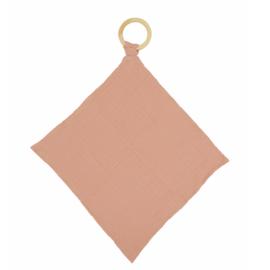 aPunt Barcelona - Knuffeldoekje roze met bijtring van organisch katoen