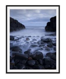 Zee met rotsen - Natuur poster