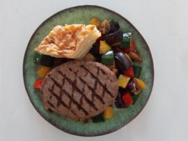 Hamburger aardappeltaart geroosterde groenten