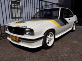 Opel Ascona B 400 smalle uitvoering voorbumper middengedeelte.