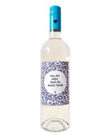 Fles etiket met tekst ' Panterprint na de wijn ben ik weer leuk'