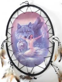 ovaal mediterende vrouw met wolf