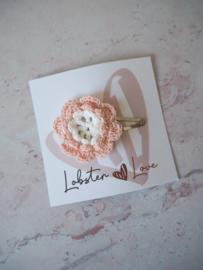 Haarspeldje 5 cm gehaakte bloem zalm