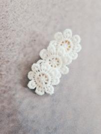 Alligatorclip 5 cm bloem lace wit