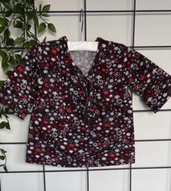 Shirtje Mila met rode en grijze bloemetjes