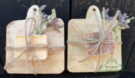 Amber geurblokjes op houten plateautje