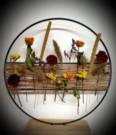 Ring op voet met droogbloemen