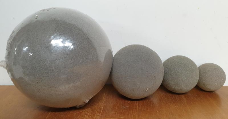 Steekschuim grijs bollen