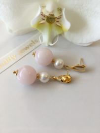 rozenkwarts witte parel oorbellen