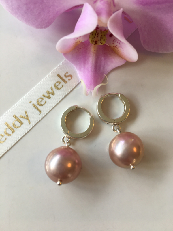 metallic pink pearl earrings (silver)