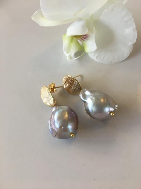 pareloorbellen zilvergrijze barokparel