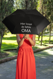 Paraplu   Hier loopt de liefste oma