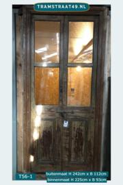 Oude binnendeur met glazen ruitjes