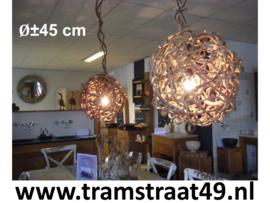 Hanglamp van lianen