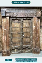 Imposante eeuwenoude deuren
