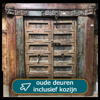 Oude deuren met kozijn - eeuwenoude poort uit India - bij Tramstraat49