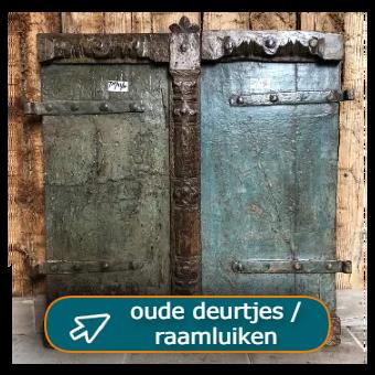 oude kastdeuren, grote variatie oude deurtjes als front van een kast bij Tramstraat49