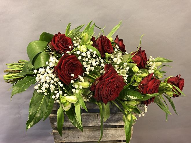 Rouwboeket red Naomi rozen met gips