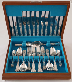 Slack & Barlow - A silver-plated cutlery canteen - Kings Pattern - 48-piece/6-pax. c. 1960