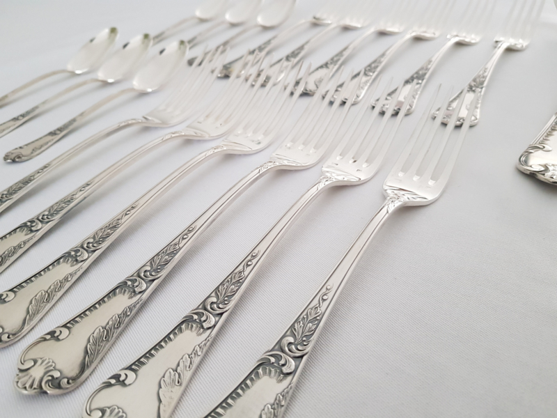 Silver Plated Cutlery set in Louis XV/Rococo style - Frionnet Francois, Paris - 37-pieces (12 pax.)