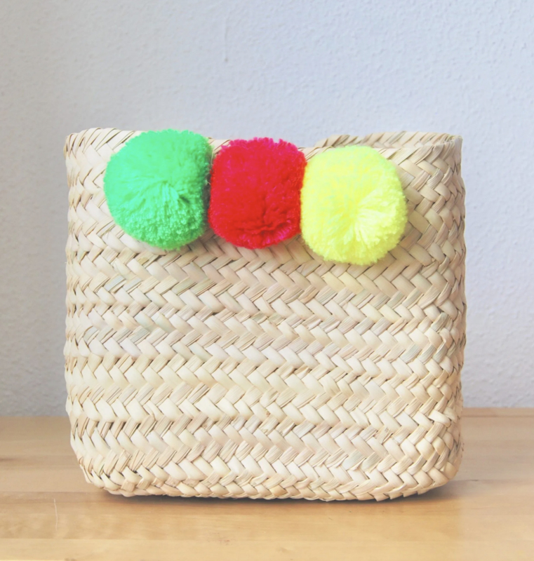 Pom pom square mini box Multi color