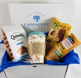snoep giftbox GLUTENVRIJ met meeneem bambo beker met sleeve met tekst naar keuze  (dames)