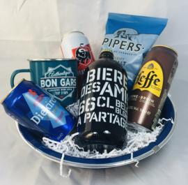 Coffret cadeau de bières avec une tasse avec texte de votre choix.