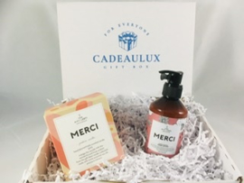 Coffret cadeau avec bougie parfumée The Giftlabel «MERCI»