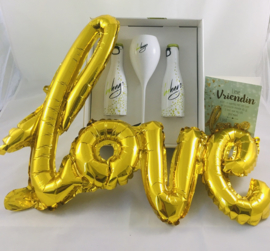 """Cadeauset """"hugo"""" met wenskaart naar keuze met """"love""""ballon inbegrepen"""