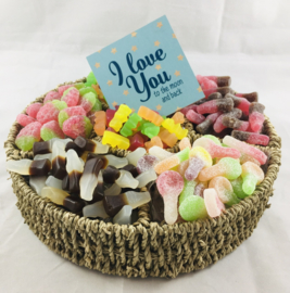 Snoepgoed VEGAN mand met onderzetbordje met tekst naar keuze