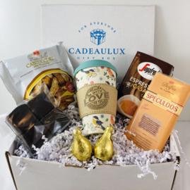 Koffie giftbox   met meeneem bamboe beker met sleeve met tekst naar keuze  (dames)
