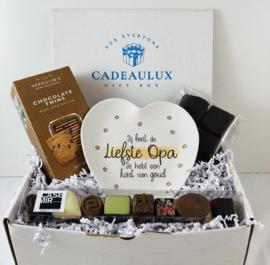 Snoep giftbox met bamboebordje «liefste opa»