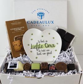 Snoep giftbox met bamboebordje «liefste oma»